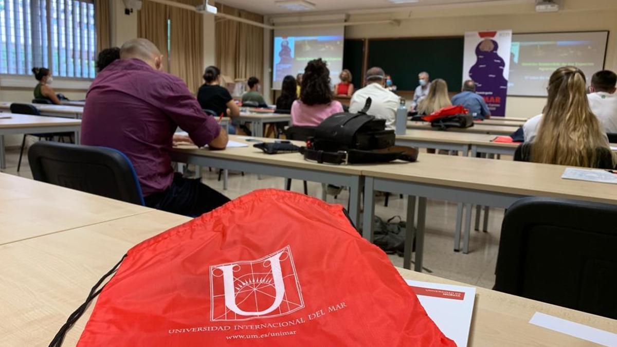 Alumnos en un curso de Unimar (archivo)