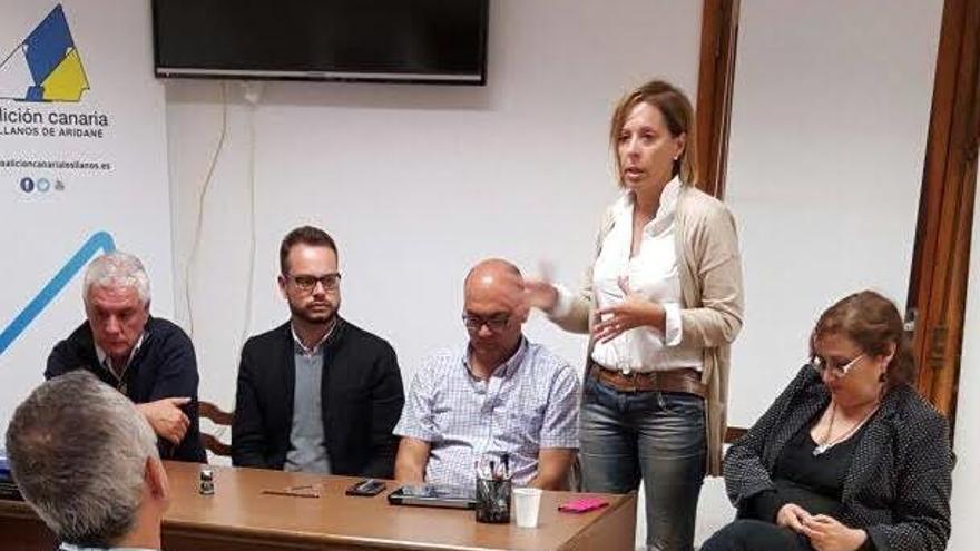 Ángeles Fernández, candidata de CC al Senado por La Palma, en un comité de Coalición Canaria.