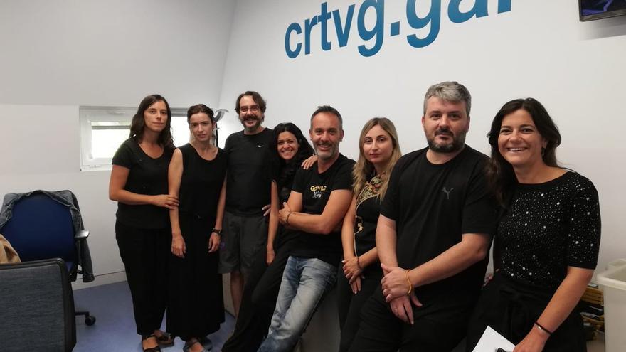 Personal de CRTVG vestido de negro en protesta este viernes