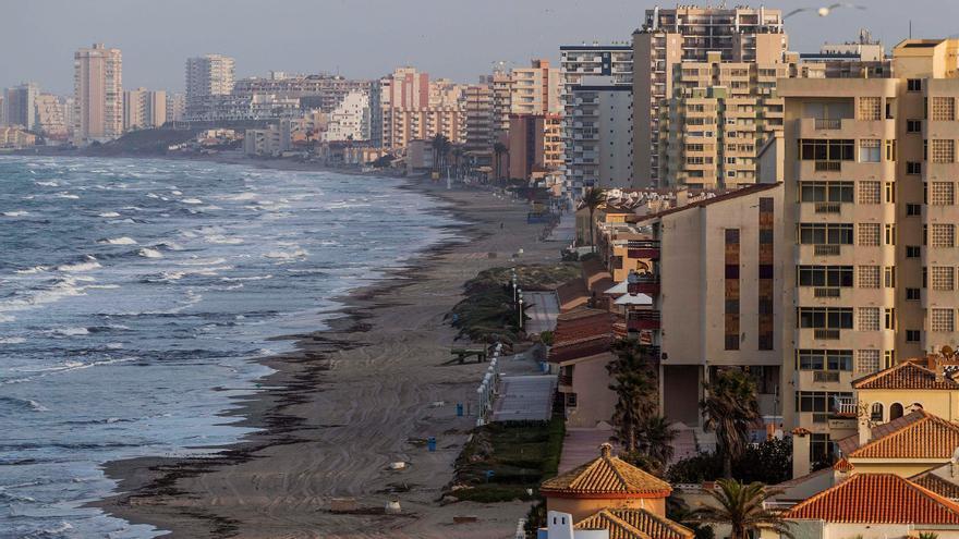 Vista de la playa de la Manga del Mar Menor, en una imagen de archivo. EFE/Marcial Guillén