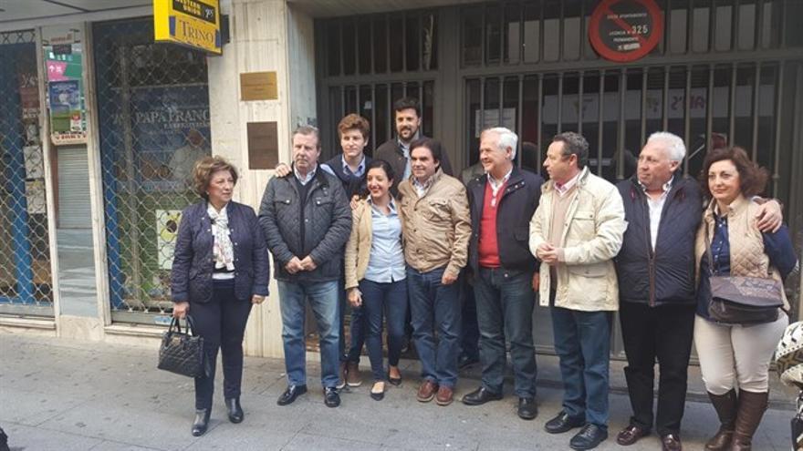 Miguel Moreno, candidato a presidir el PP de Jaén, con su equipo.