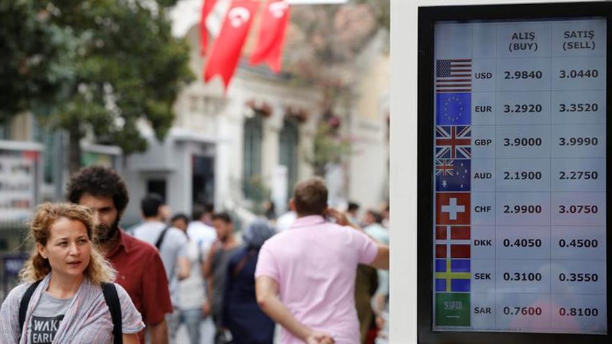 """S&P hunde a Turquía en el """"bono basura"""" tras el fallido golpe de Estado"""