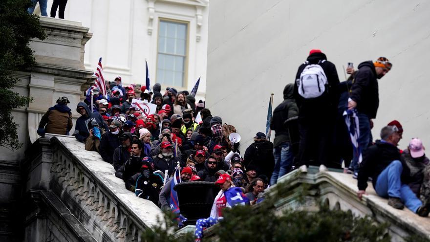 La Justicia de EE.UU. prevé acusar a varios centenares de asaltantes del Congreso