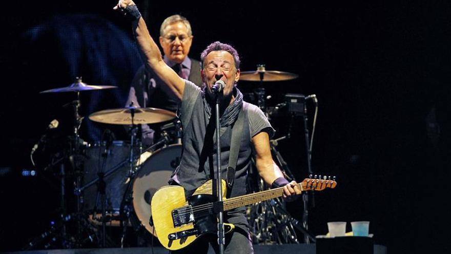 El Camp Nou tiembla hasta sus cimientos con el torrente de rock de Springsteen