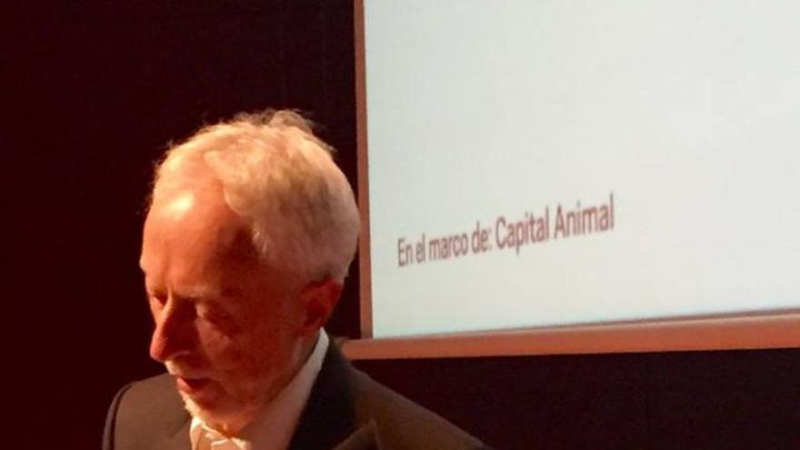 El Nobel de Literatura J.M. Coetzee durante su conferencia en el Reina Sofía en el marco de Madrid Capital Animal 2016