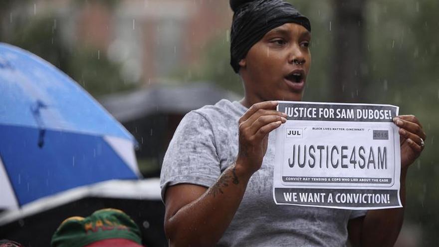 Declaran nulo el juicio contra un policía acusado de matar a un negro en EE.UU.