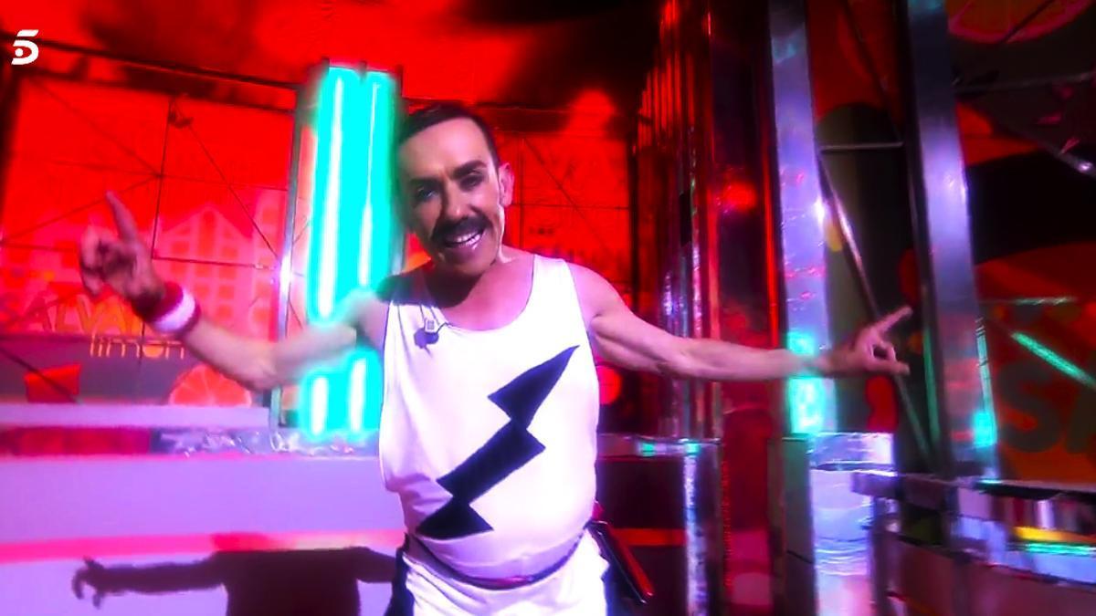 Jesús Manuel imita a Freddie Mercury en 'Sálvame'
