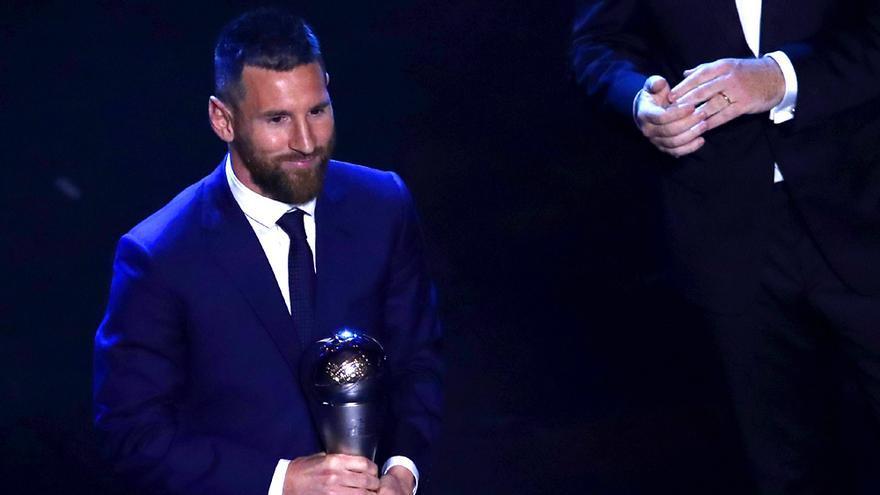 Leo Messi, con su premio The Best al mejor jugador de la temporada pasada