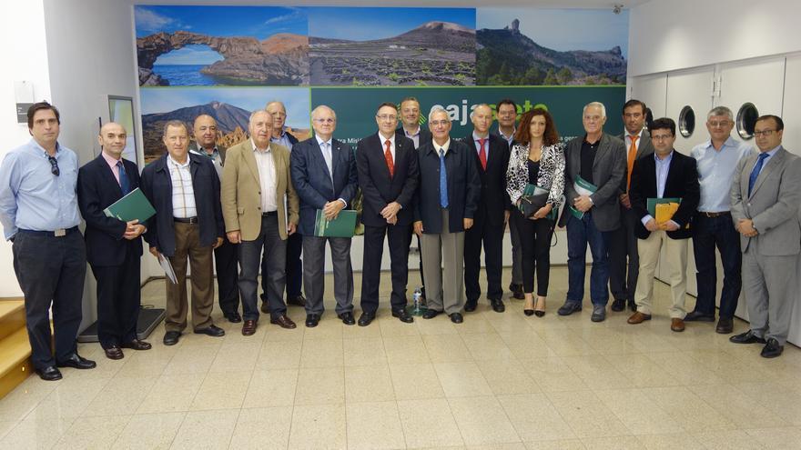 En la imagen, los asistentes a la reunión de Cajasiete y Fepeco.