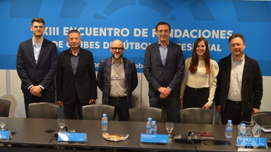 Integrantes de la 'Mesa de experiencias', entre ellos los representantes de CD Tenerife, UD Las Palmas y ULL.