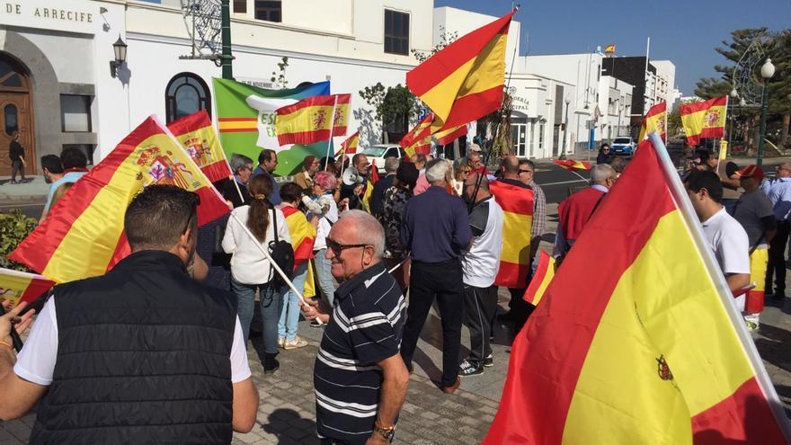 Concentración de Vox frente al Ayuntamiento de Arrecife, en Lanzarote