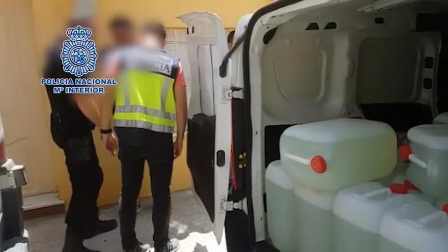 Dos detenidos con 30 garrafas de gasolina presuntamente para abastecer a narcolanchas en Algeciras