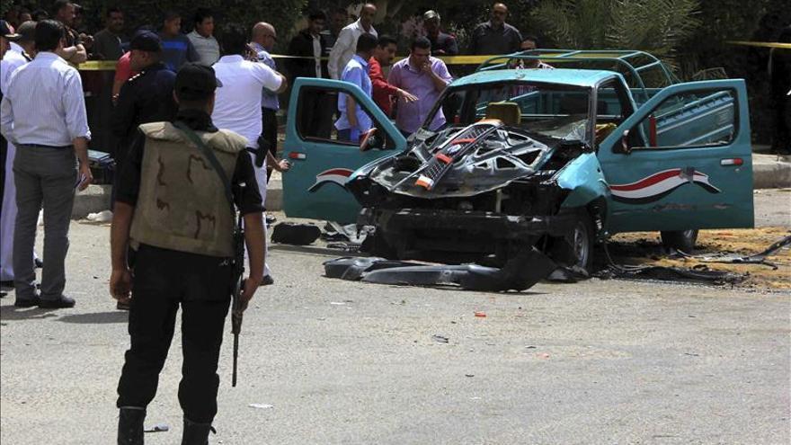 Muere un civil en ataque a un restaurante y un policía por disparos en Egipto