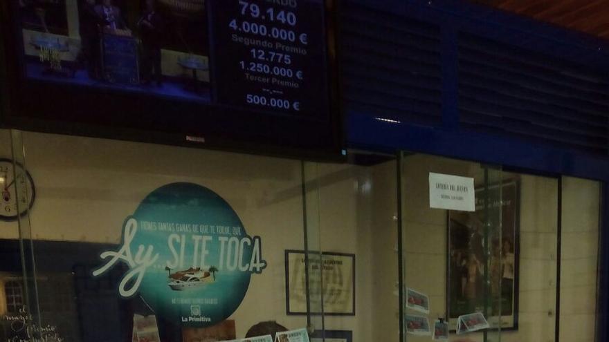 En la imagen, administración de lotería de El Paso, este martes.