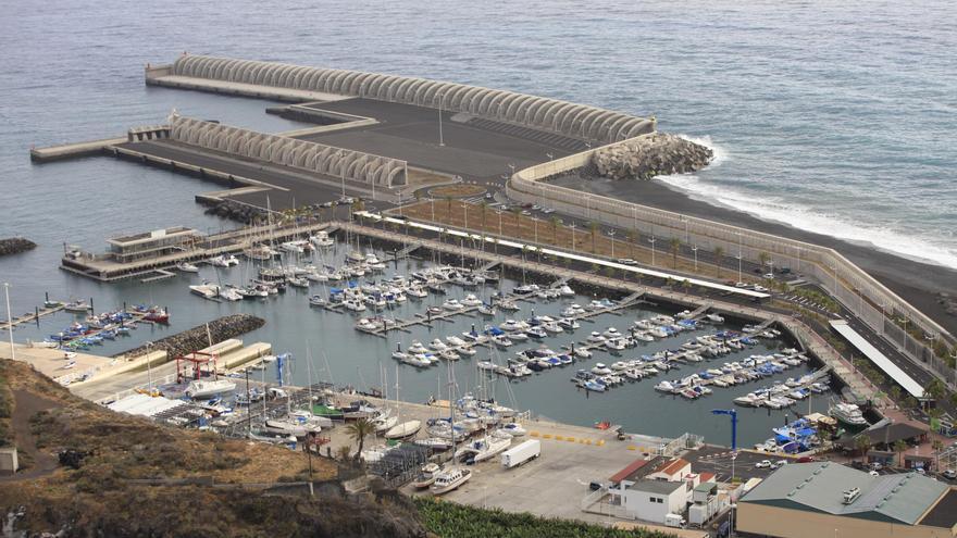 En la imagen, puerto de Tazacorte.