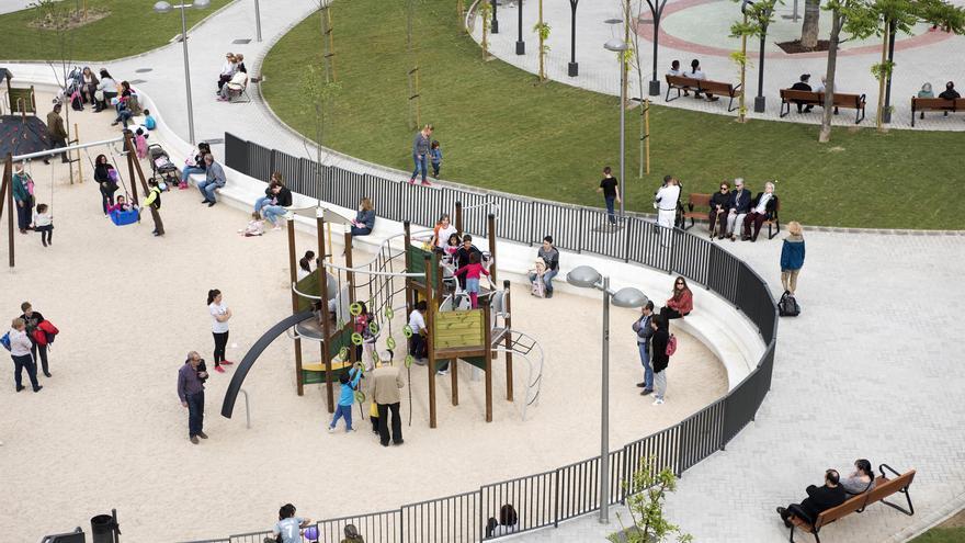 Vista de un parte de la nueva zona verde construida en el madrileño distrito de Carabanchel. / Fernando Sánchez