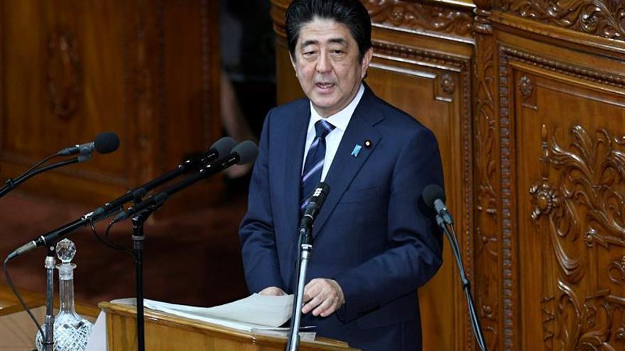 El primer ministro nipón pedirá subidas salariales para estimular la economía