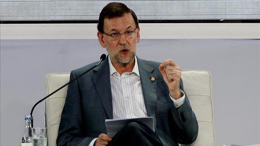 Rajoy buscará el lunes un difícil consenso con sus barones sobre el déficit