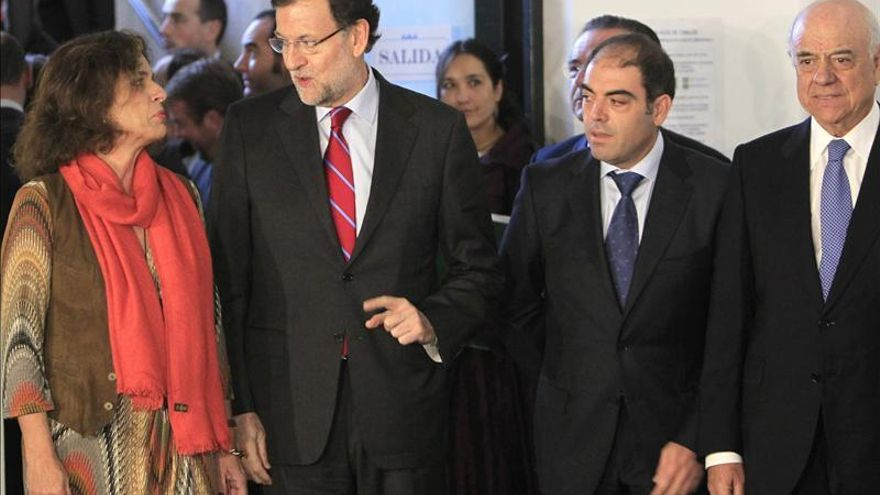 El presidente del Gobierno, Mariano Rajoy, la alcaldesa de Madrid, Ana Botella, y el presidente del BBVA, Francisco González, en un foro organizado por la asociación de autónomos ATA. / Efe