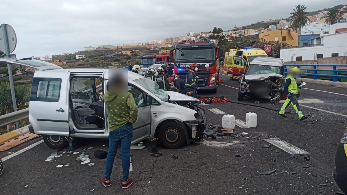Colisión de dos vehículos en Icod de los Vinos, Tenerife