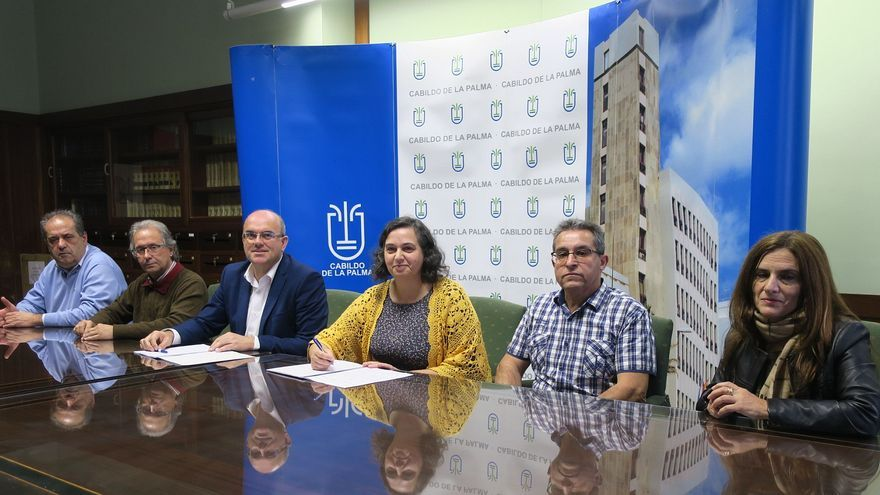 Un momento del acto de firma del convenio entre el Consejo de Aguas de La Palma y la Comunidad de Regantes de Los Sauces.