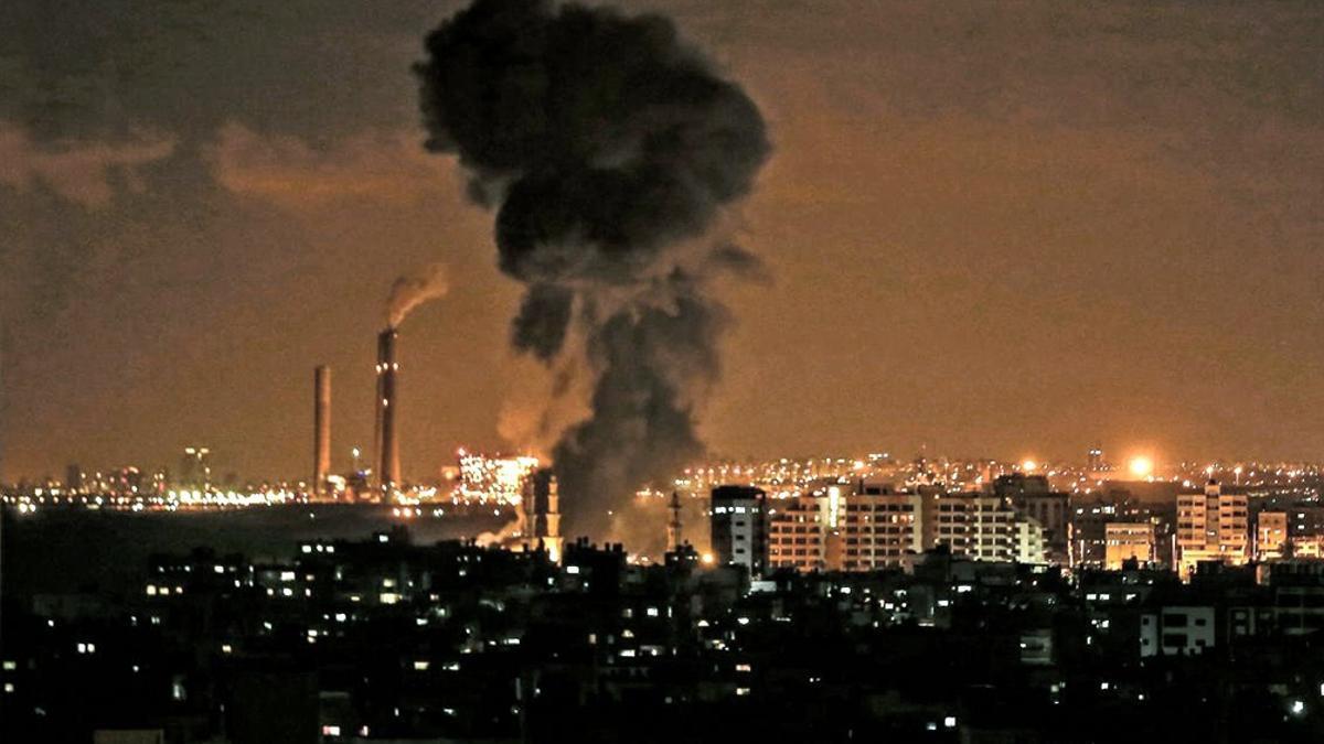 El bombardeo selectivo israelí sobre la ciudad de Gaza derribó alguno de sus edificios más altos, como la torre Hanadi, de trece pisos, donde la organización islamista Hamas tenía algunas de sus oficinas.