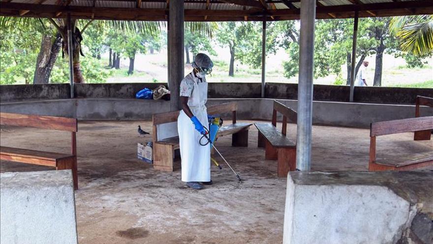 La OMS cree que puede ser necesario restringir la circulación de personas por el ébola