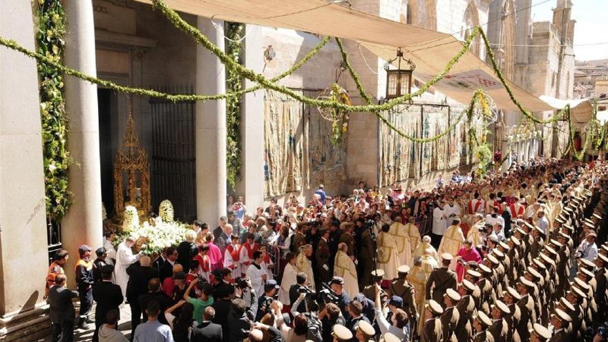 Una imagen del Corpus de Toledo: la salida de la custodia de Arfe de la catedral al ritmo del himno español
