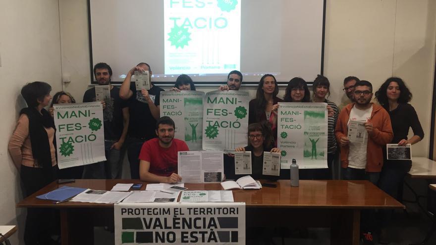 Los representantes de los diferentes colectivos de la plataforma 'València no està en venda'