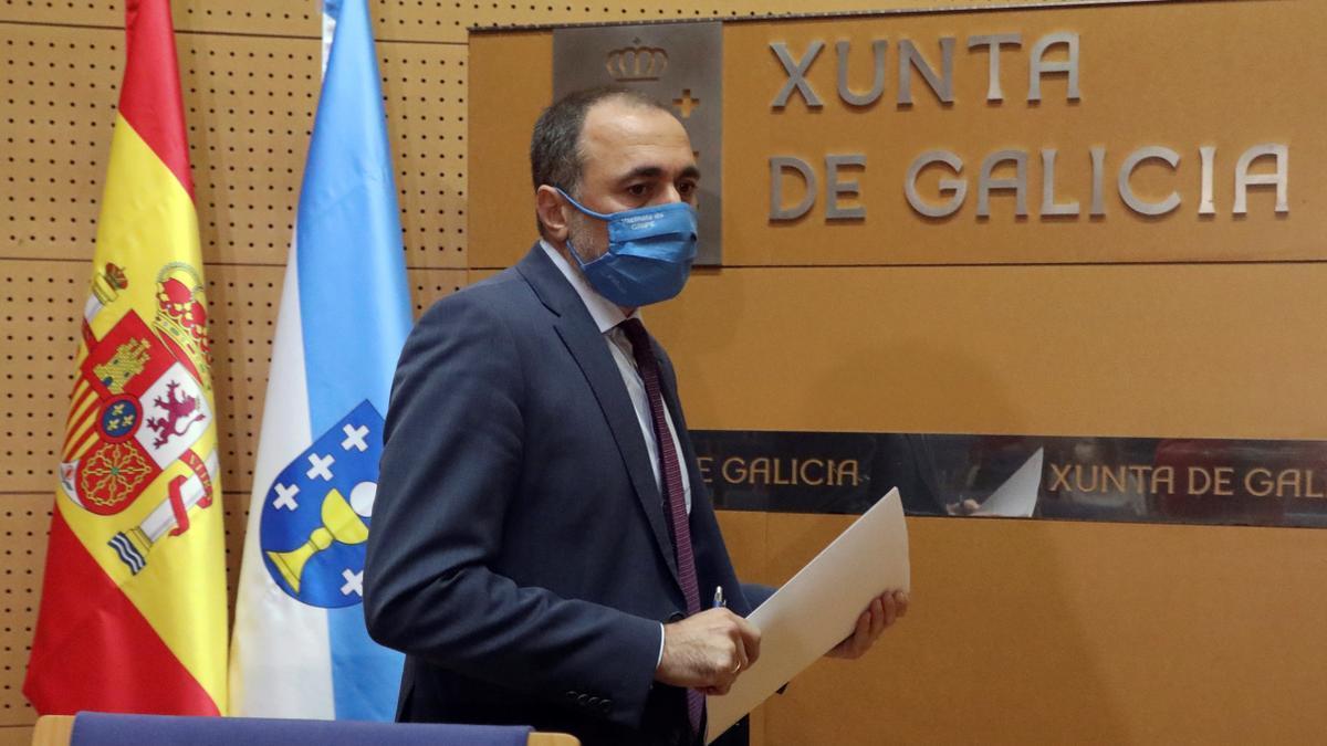 El conselleiro de Sanidad de la Xunta de Galicia, Julio García Comesaña. EFE/Xoán Rey/Archivo