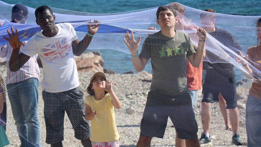 Acción simbólica de Amnistía Internacional en Lesvos / Estelle Borel /Amnesty International