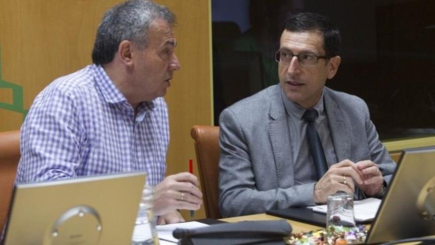 Gervasio Gabirondo (derecha), en el Parlamento