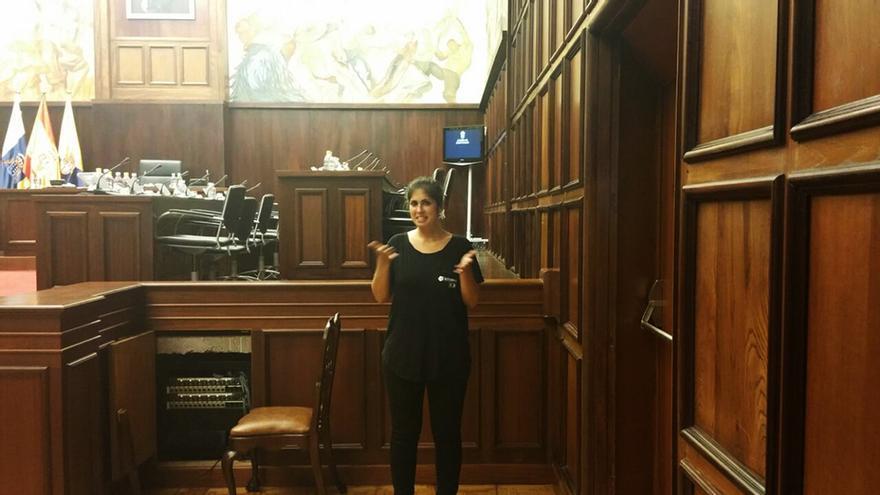Los plenos del Cabildo de Gran Canaria tendrán por primera vez un intérprete en lengua signos.