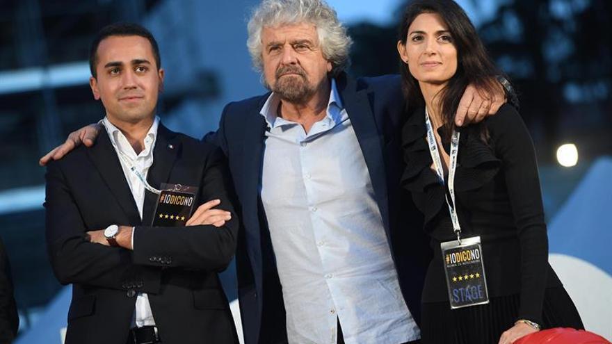 Beppe Grillo con el diputado Luigi Di Maio y la alcaldesa de Roma, Virginia Raggi.