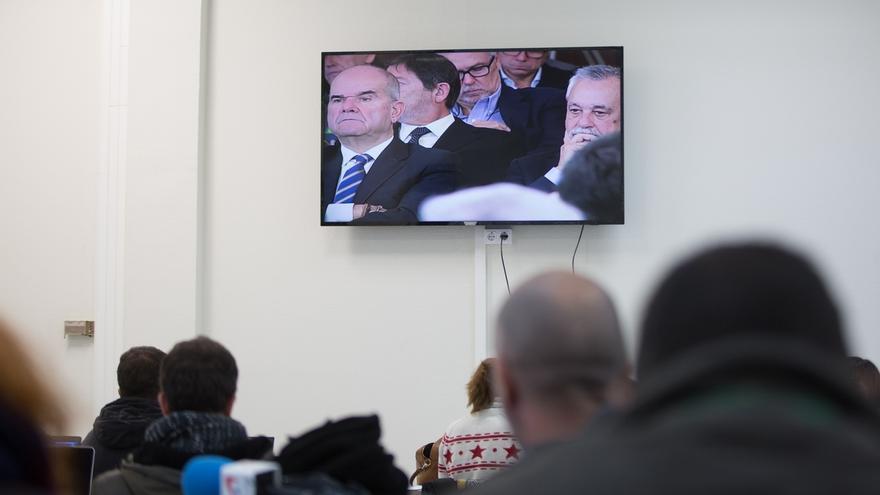 Defensas de ex altos cargos piden suspender juicio de los ERE tras admitirse nuevas pruebas de la acusación