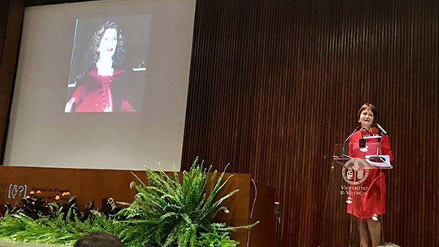 La rectora de la Universitat de València, Mavi Mestre, durante el homenaje a Carmen Alborch