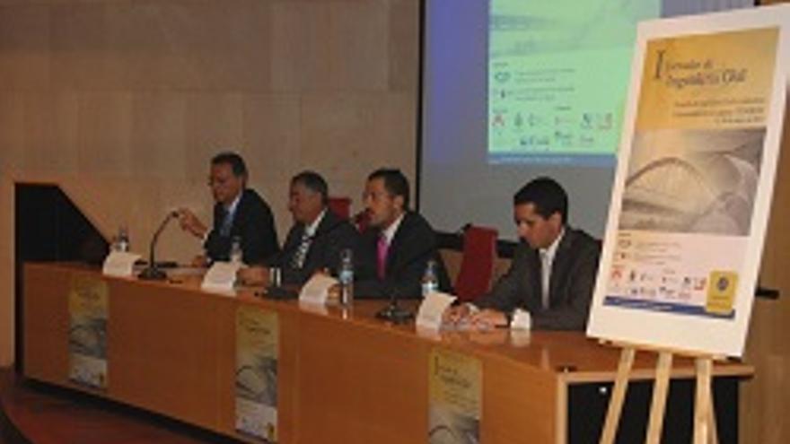 Borja Pérez, primero por la derecha, en las jornadas.