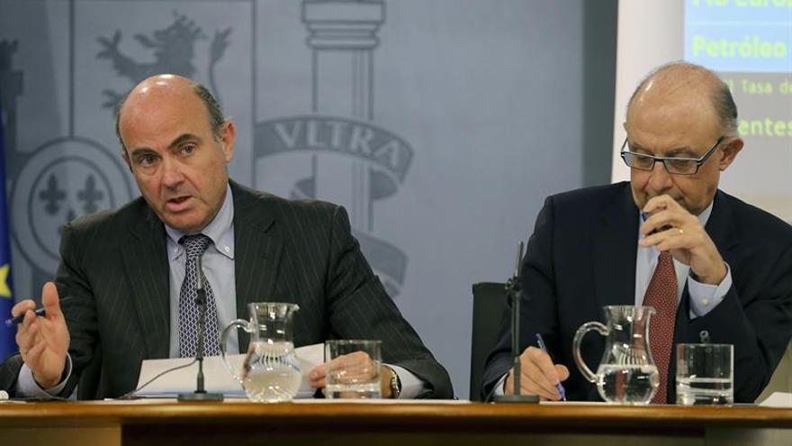 El PSOE pide la comparecencia urgente de los ministros De Guindos y Montoro