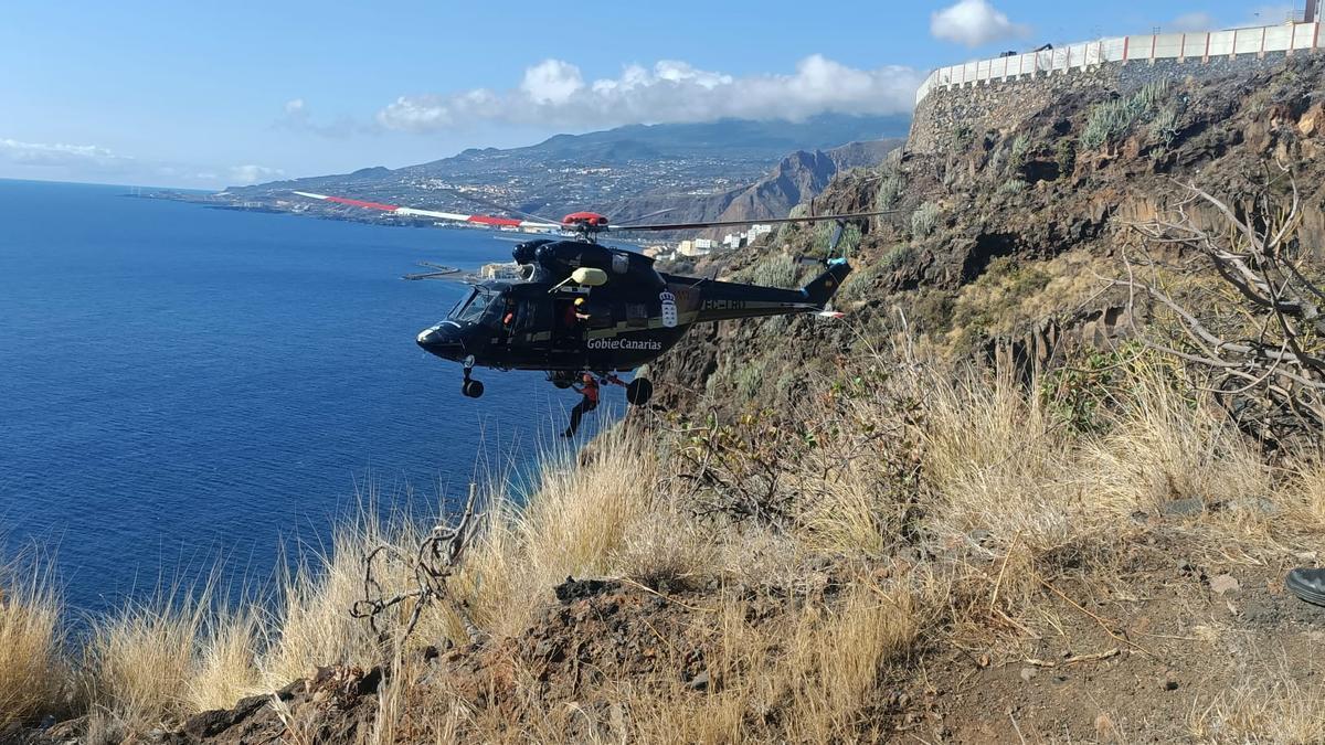 Un momento del rescate en el helicóptero. LA PALMA AHORA