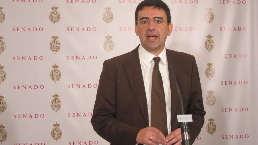 El PSOE lamenta que Montoro no dé el mismo trato a Andalucía que a las regiones gobernadas por el PP