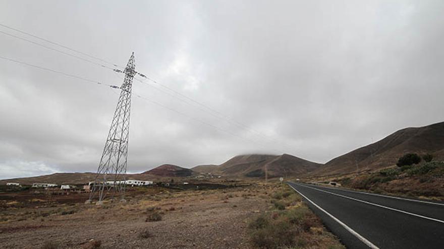 Torretas eléctricas en Lanzarote.