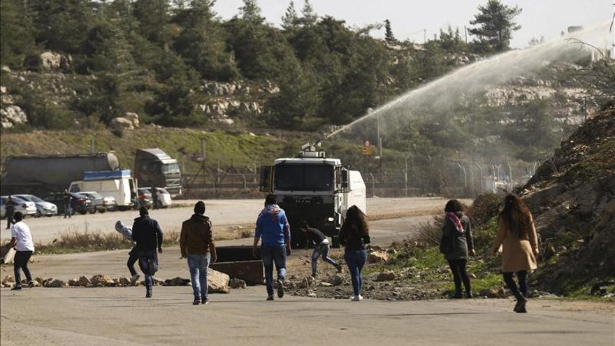 Dos palestinos heridos en enfrentamientos con tropas israelíes en Nablús