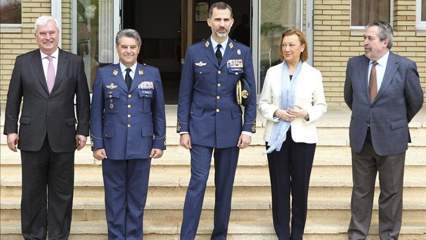 Felipe VI visita por primera vez como Rey la Base Aérea de Zaragoza