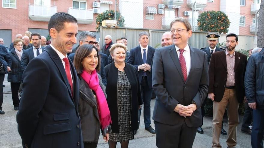 Ximo Puig con la ministra de Defensa, Margarita Robles, y el alcalde de Mislata, Jorge Fernández Bielsa