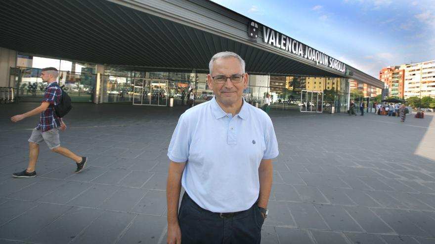 Josep Vicent Boira en la estación Joaquín Sorolla