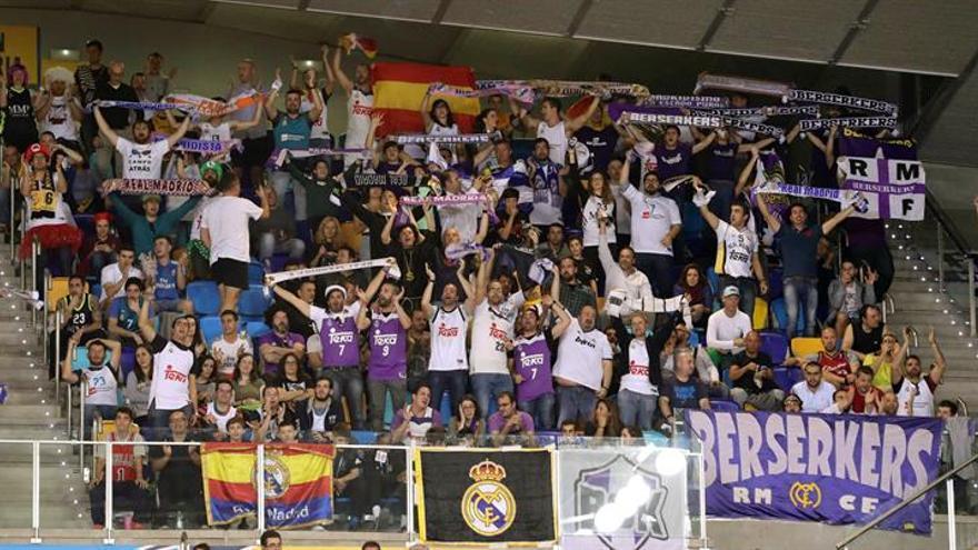 La afición del Real Madrid en uno de los partidos de la Copa del Rey de Gran Canaria