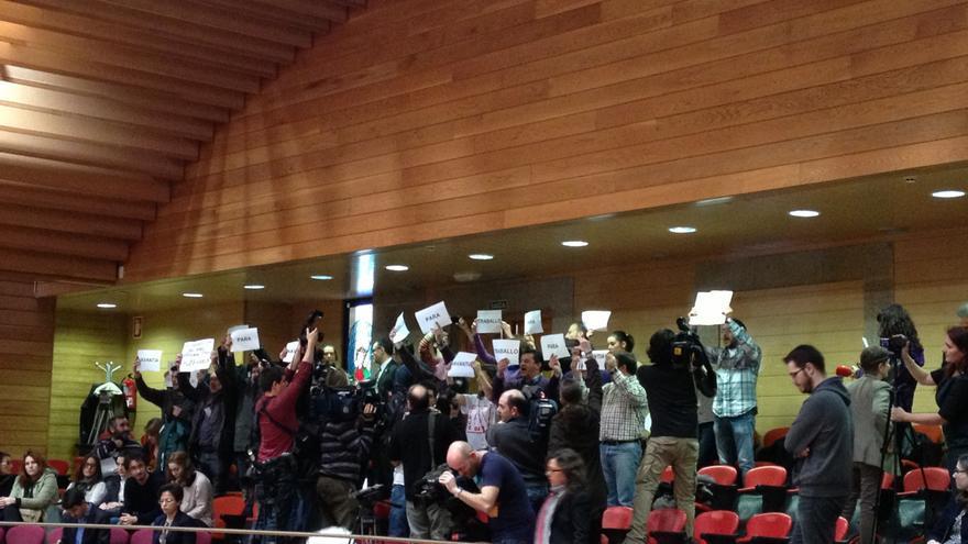 CORR.Servicios jurídicos y de seguridad del Parlamento gallego elaboran informes tras el nuevo incidente en el hemiciclo