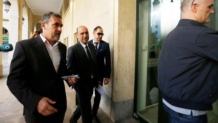 La Fiscalía pide imputar al alcalde de Alicante por despido de una funcionaria