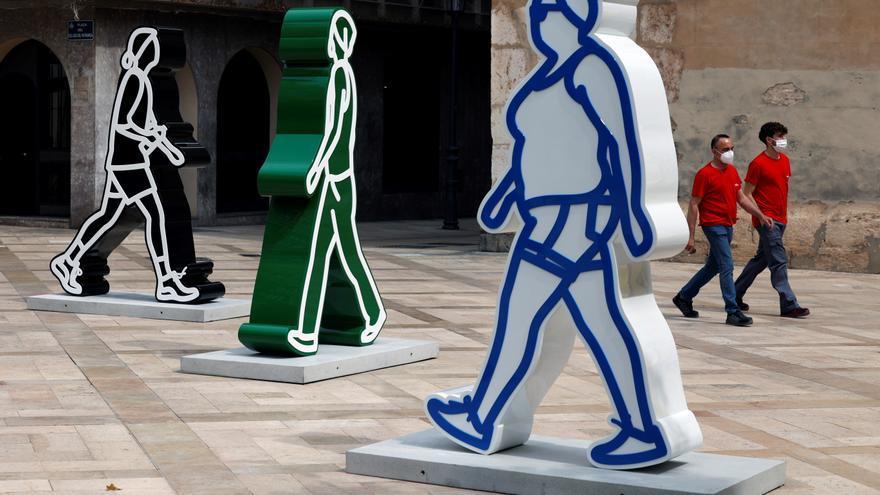 El movimiento de Opie llena Valencia de grandes esculturas y paneles animados