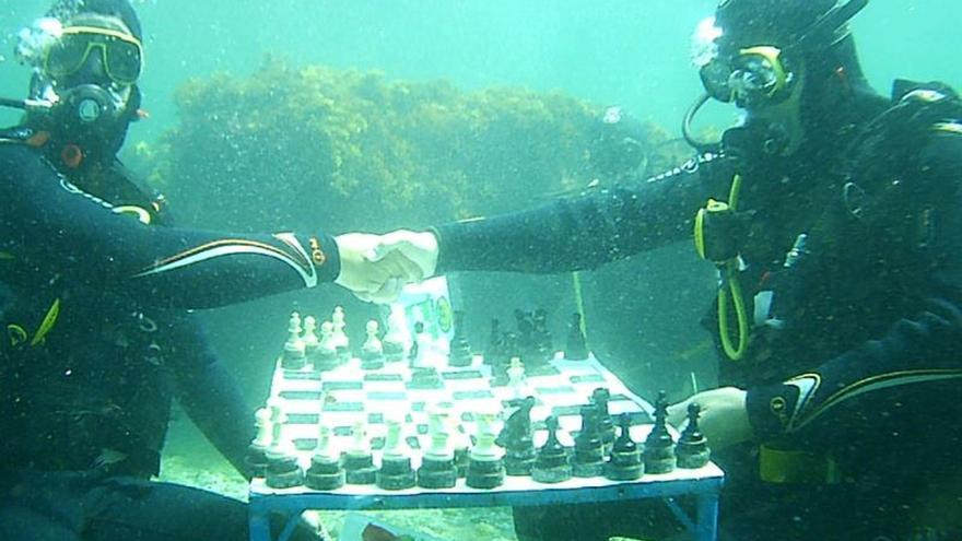 Savins Puertas se impuso en Motril (Granada) en torneo de ajedrez submarino